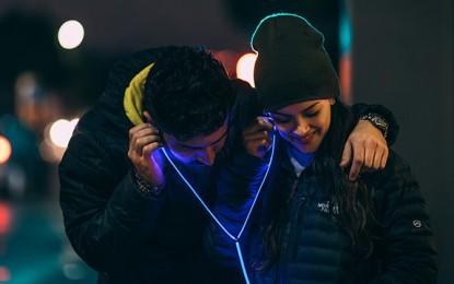 Glow: los audífonos que encienden con luz láser
