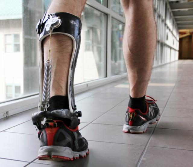 Exo-Esqueleto disminuye la energía necesaria para caminar y no requiere baterías.